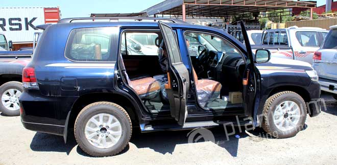 Toyota Land Cruiser 200 with Leather Interior Dubai